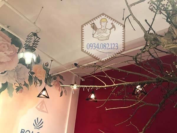 Lắp bóng đèn điện tại TPHCM