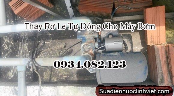 Thợ sửa máy bơm nước tăng áp
